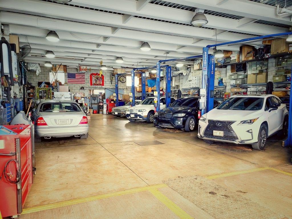 Fantastik Auto Repair Shop Interior